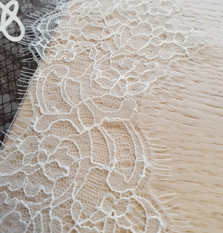 Off white chantilly cotton lace trimming by Jean Bracq. Photo 3