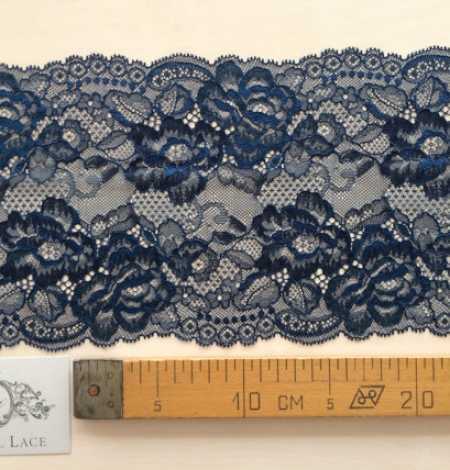 Blue with black yarn lace. Photo 5