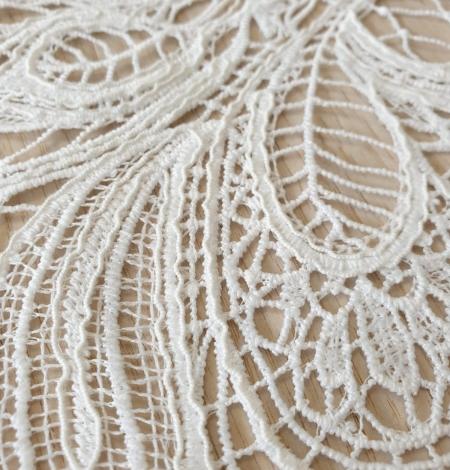 Ivory floral pattern macrame lace fabric . Photo 3
