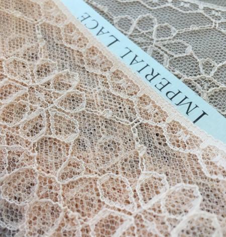 Peach lace trim. Photo 2