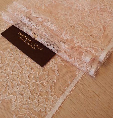 Light pink white romantic chantilly lace trimming. Photo 1