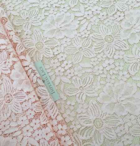 Salmon pink floral guipure lace fabric. Photo 2