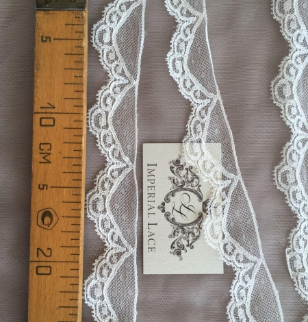 Ivory Chantilly lace trim. Photo 5