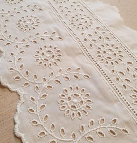 Ivory cotton lace timming. Photo 1