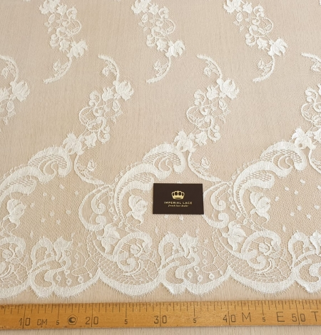 Ivory natural chantilly lace fabric. Photo 9