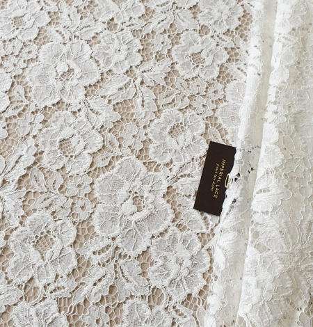 Ivory floral pattern guipure lace fabric. Photo 2