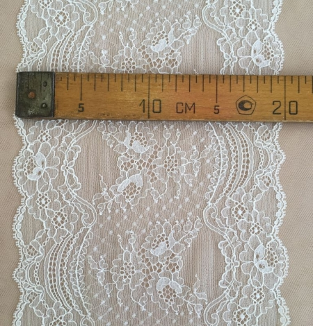Ivory elastic lace trim. Photo 5