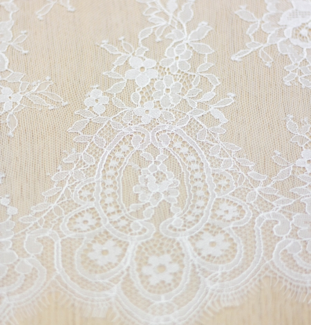 Off white floral pattern chantilly lace fabric. Photo 5