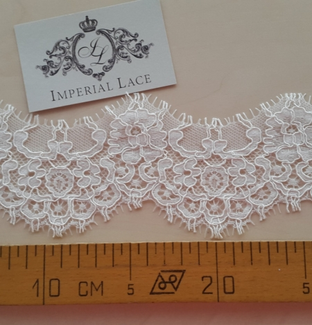 Ivory alencon lace trimming. Photo 5
