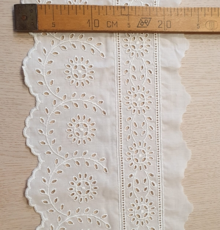 Ivory cotton lace timming. Photo 6