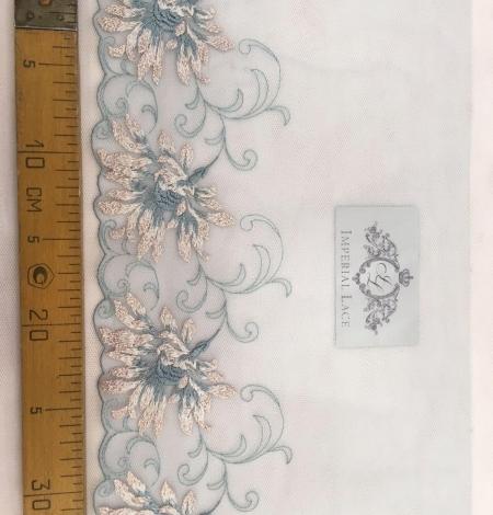 Blue lace trim. Photo 5
