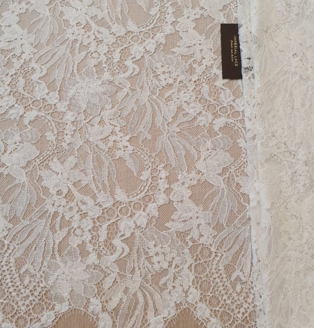 Ivory floral pattern chantilly lace fabric. Photo 2