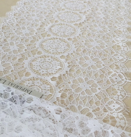 Snow white lace trim. Photo 1