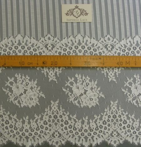 Off-white lace fabric 150 width. Photo 4