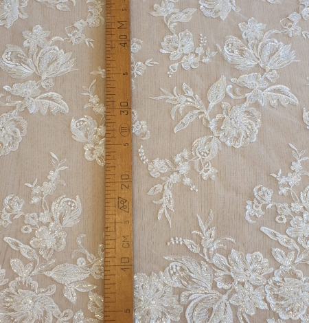 Ivory beaded floral lace fabric. Photo 7