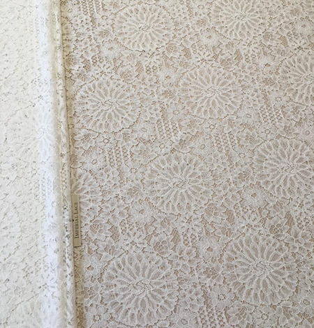 Offwhite lace fabric. Photo 4
