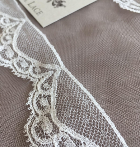 Ivory Chantilly lace trim. Photo 2