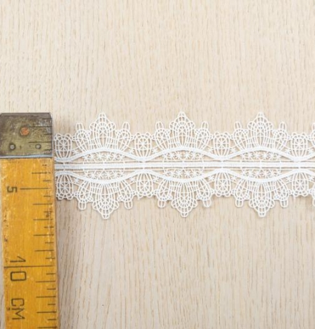 Off white figurative pattern macrame lace trimming. Photo 5
