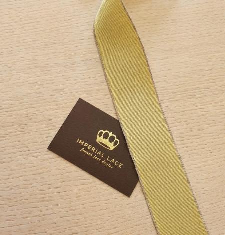 Pistachio green grosgrain ribbon linen ribbon application. Photo 2