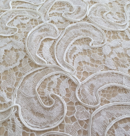 Ivory bridal lace fabric. Photo 5