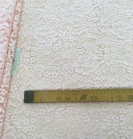 Salmon pink floral guipure lace fabric. Photo 4