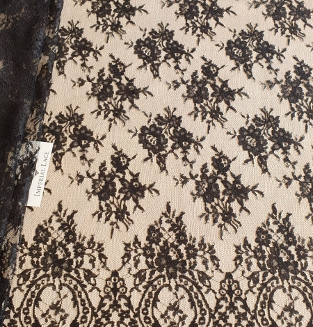 Black viscose chantilly lace fabric. Photo 4