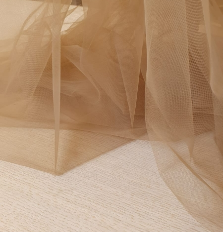Grey brown tulle fabric. Photo 4