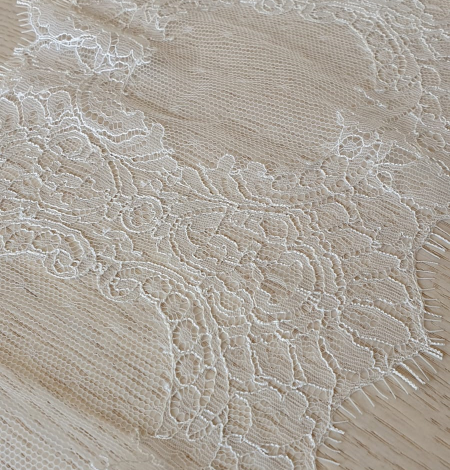 Ivory chantilly lace trimming from France. Photo 4