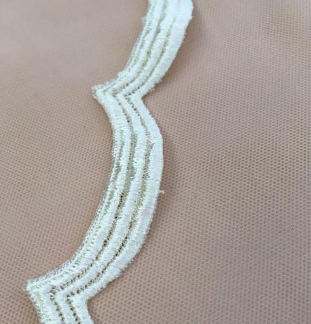 Champagne lace trim. Photo 3
