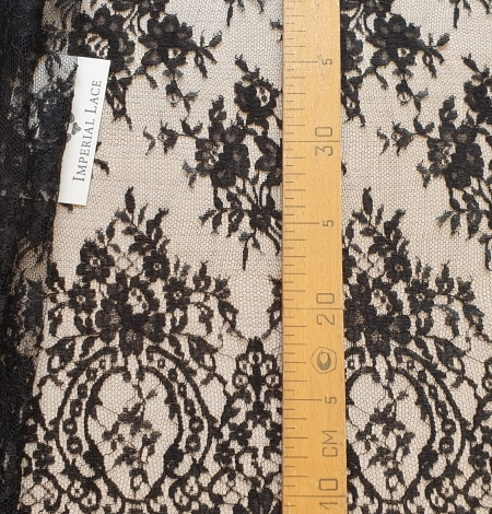 Black viscose chantilly lace fabric. Photo 9