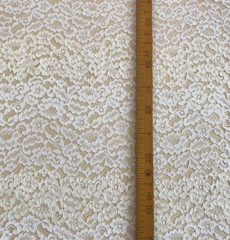 Ivory floral pattern guipure lace fabric. Photo 7
