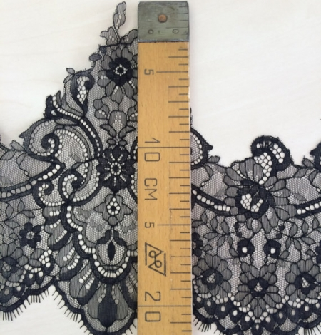 Black Lace Trim. Photo 4