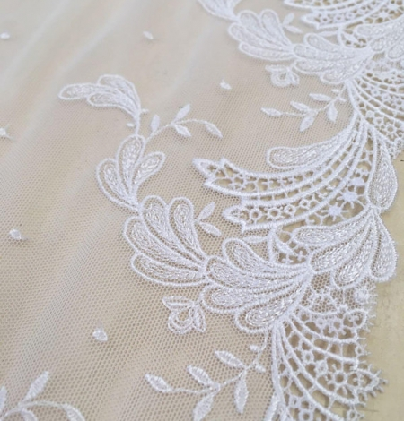 White elastic lace trim. Photo 1
