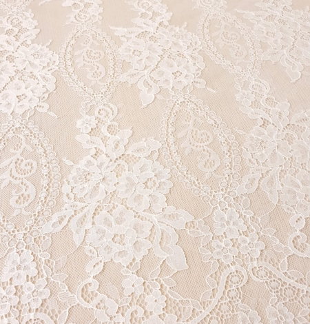 Ivory chantilly lace fabric. Photo 4