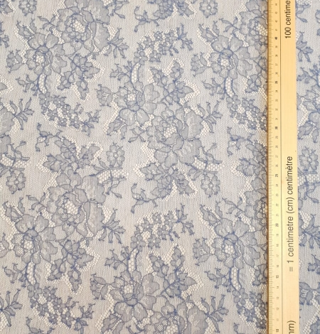 Bluish grey natural chantilly lace fabric by Jean Bracq. Photo 5
