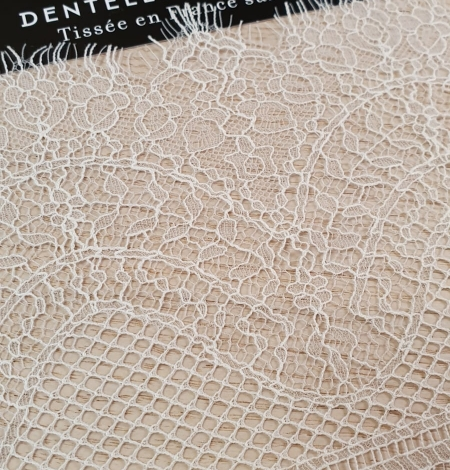 Ivory natural chantilly lace trimming by Jean Bracq. Photo 3
