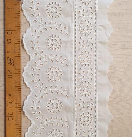 Ivory cotton lace timming. Photo 5
