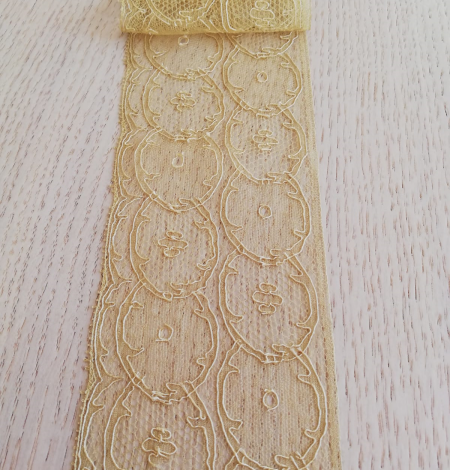 Gold lace trimming. Photo 2