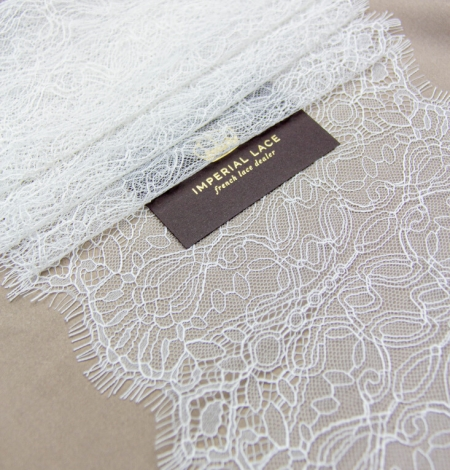 Ivory abstract pattern chantilly lace trim. Photo 1