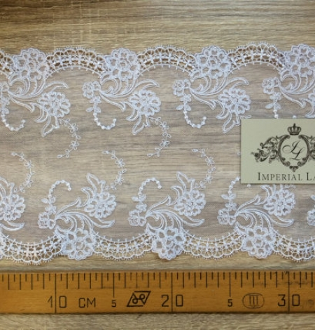White Lace Trim. Photo 4