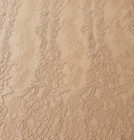 Light brown guipure with chantilly lace fabric. Photo 7