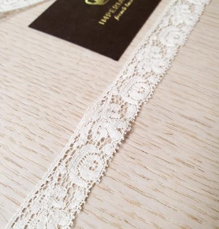 Ecru guipure lace trimming. Photo 2