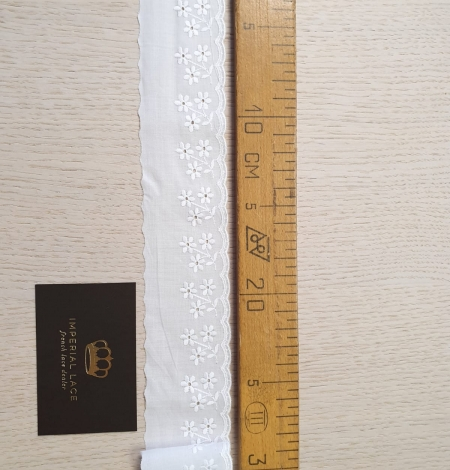 Off white cotton lace trimming. Photo 4
