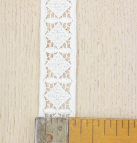 Ivory thick macrame geometric lace trimming. Photo 5