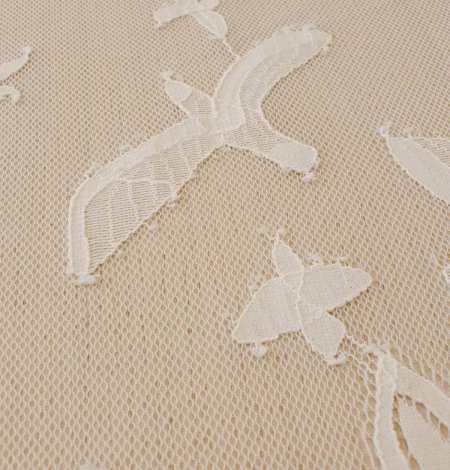 Ivory 100% polyester floral and bird pattern chantilly lace fabric. Photo 8