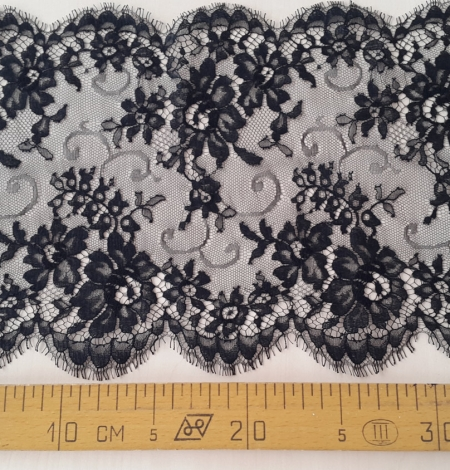 Black Lace Trim. Photo 3