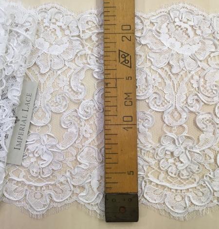 Bright white Lace Trim. Photo 4