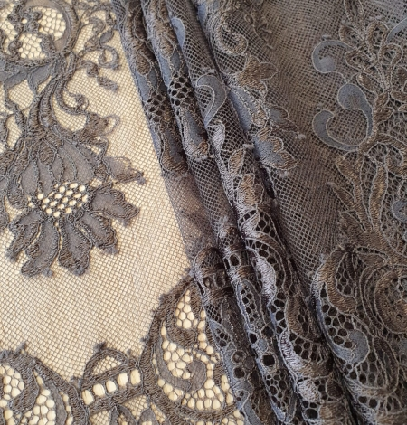 Greyish brown floral pattern chantilly lace fabric. Photo 1