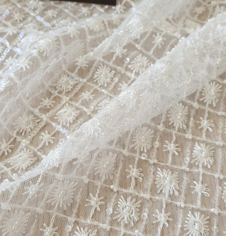 Ivory checkered floral beaded lace fabric. Photo 4