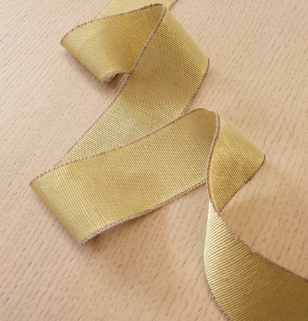 Pistachio green grosgrain ribbon linen ribbon application. Photo 5